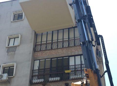 תליית מרפסת בבניין רב קומות